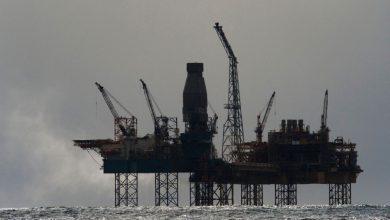 صورة أسعار النفط تعاود الصعود مع ضغط إعصار إيدا على الإمدادات الأمريكية