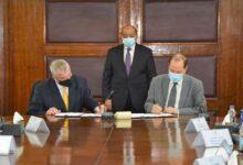 صورة وزير التنمية المحلية يشهد توقيع عقد بناء قدرات إدارة المخلفات الصلبة بالدقهلية